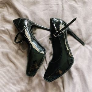Mary Jane Pointed Toe Heels